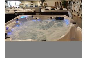 Excelence - Vířivky - bazény s přepadem a vyrovnávací nádrží